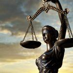 Da' de ce-au pus o femeie la Justiție?
